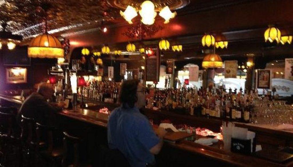 tradtional-bar